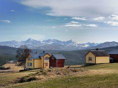 Lukk øynene og kjenn følelsen av fjellet. Rondane nasjonale turistveg starter i Sollia og går til Folldal #RondaneGjestegård på Enden er et fint utgangspunkt for turen. Www.rondanegjestegaard.no www.nasjonaleturistveger.no Folldal