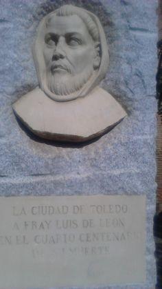 Me recibe a la puerta del instituto Fray Luis de León, porque se cree que vivió aquí cuando fue convento de agustinos.