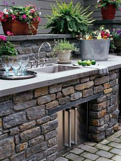 Soak up every minute of gorgeous weather with a great outdoor kitchen!