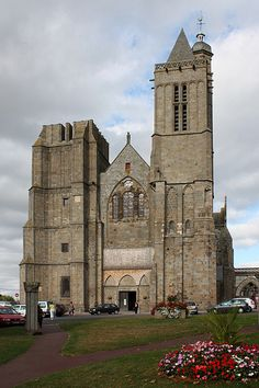 Façade de la cathédrale Saint-Samson à Dol-de-Bretagne