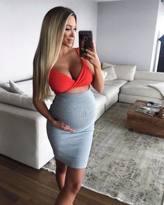 Exceptional Pregnancy tips are offered on our internet site. Have a look and you wont be sorry you did. Cute Maternity Outfits, Stylish Maternity, Pregnancy Outfits, Maternity Pictures, Maternity Wear, Pregnancy Photos, Maternity Fashion, Pregnancy Info, Pretty Pregnant