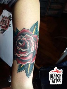 Old School Tattoo, Rose Tattoo, Gül Dövmesi, Color Tattoo, Renkli Dövme, Kol Dövmeleri // Dövme, piercing, kalıcı makyaj randevularınız için +90 212 293 36 35 numaralı telefondan bizlere ulaşabilir, Şehit Muhtar Mah. İmam Adnan Sk. No:19 Beyoğlu / İstanbul adresine uğrayarak stüdyomuzu ziyaret edebilirsiniz. #tattoo #dragon_tattoo #dragontattoo #dragontattoosupply #supply #tattoo_art #tattooart #art #ink #istanbul #dövme #forevertattoo #art #oldschool #oldschooltattoo #rose #rosetattoo