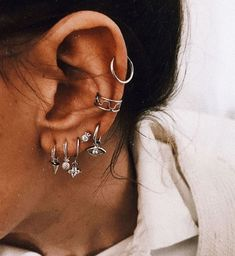 Frauen Schmuck und Accessoires # Schmuck # Ohrringe – (notitle) Damenschmuck un… Women Jewelry and Accessories # Jewelry # Earrings – (notitle) Women's Jewelry and Accessories – Ear Jewelry, Cute Jewelry, Jewelry Accessories, Women Jewelry, Jewelry Ideas, Jewelry Bracelets, Ear Peircings, Cute Ear Piercings, Bellybutton Piercings