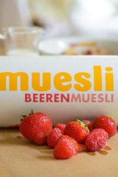 Mehr rote Beeren geht nicht. Pralle Himbeeren, viiiiiele Erdbeeren und süße Cranberries …  #berry #breakfast #mymuesli #cereals