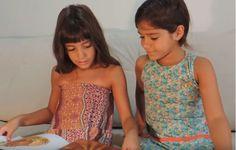 Juliana e Beatriz dão dicas literárias em vídeos. (Foto: Reprodução/Youtube)
