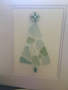 Sea Glass Christmas tree I found the most beautiful sea glass in Nairn, Scotland… - Cool Glass Art Designs Blown Glass Art, Sea Glass Art, Stained Glass Art, Sea Glass Jewelry, Mosaic Glass, Mirror Glass, Window Glass, Wall Mirror, Sea Glass Crafts