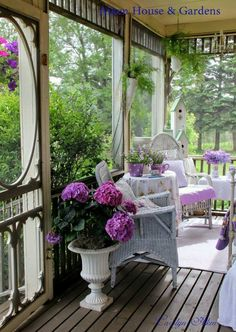 Cozy screened in porch.I love porches Outdoor Rooms, Outdoor Living, Outdoor Furniture Sets, Outdoor Decor, Sunroom Furniture, Cottage Porch, Home Porch, Cozy Cottage, White Cottage