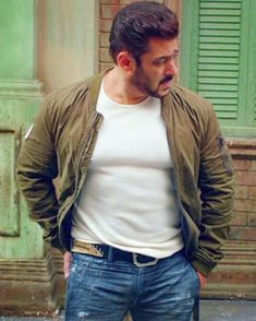 Salman Khan Young, Sultan Salman Khan, Salman Khan Photo, Shahrukh Khan, Bollywood Images, Bollywood Stars, Bollywood Celebrities, Los Primates, Salman Khan Wallpapers