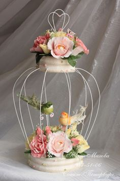 very nice - shabby chic Ikebana, Wire Crafts, Diy And Crafts, Wedding Decorations, Christmas Decorations, Chocolate Bouquet, Deco Floral, Candy Bouquet, Bird Cages
