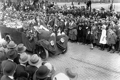 On August an estimated people lined the streets of Dublin for the funeral of Irish revolutionary hero Michael Collins. The funeral of Michael British Soldier, British Army, Anglo Irish Treaty, Irish Free State, Irish Independence, Irish Republican Army, Drunk History, Funeral Ceremony
