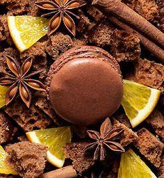 Gingerbread macaron, created in 2004 Copyright Ladurée Macarons, Photographies : Antonin Bonnet