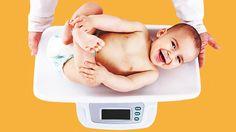 Unsere Gewichtstabelle für Babys und Kleinkinder gibt Dir einen Überblick über das durchschnittliche Gewicht in den ersten Monaten bis hin zum Ende des Kleinkindsalters mit 5 Jahren. Hier kannst Du Dich informieren, ob Dein Baby normalgewichtig ist, oder eventuell zu viel oder zu wenig wiegt.