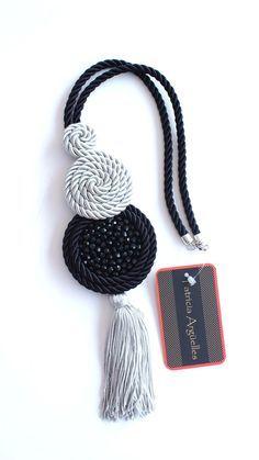 collar de cordón de seda negro y gris bordado con cristales