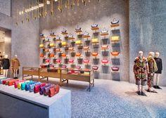 Esta é a loja da grife Valentino, localizada em New York, nos Estados Unidos. O projeto de interiores é daDavid Chipperfield Archtects.
