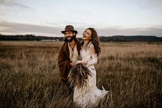 Boho vintage elopement inspiration | Image by Chris and Ruth Photography