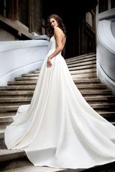 f2b3c193ce5a Krásne svadobné šaty s dlhou saténovou sukňou a čipkovaným živôtikom Svadobné  Šaty