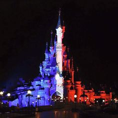 Disneyland Paris Observes 1 Minute Silence For The Victims Of The Tragic Events In Paris — Kendall Innovations World Trade Center, Disney Diy, Disney Love, Disney Stuff, Disneyland Paris Castle, Paris Tumblr, Pray For Paris, Paris Attack, Disney Parks