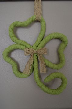 Hometalk :: St Patrick's Day Shamrock Wreath Made From Hangers