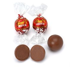 100 x Lindt Lindor Milk Chocolate Truffle For Wedding Present Gift Xmas Bulk Candy, Candy Store, Hard Candy, Lindt Chocolate Truffles, Lindt Lindor, Chocolate Shells, Candy Dishes, Candy Colors, Food
