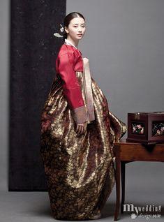 Hanbok, the Art of Korean Clothing Korean Traditional Dress, Traditional Fashion, Traditional Dresses, Traditional Wedding, Korean Dress, Korean Outfits, Hanbok Wedding, Wedding Dress, Modern Hanbok