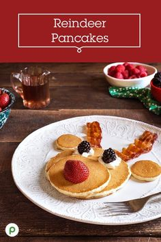 Make Christmas morning even sweeter for the kids with these festively fun Reindeer Pancakes. They're simple to whip up, and you can find all the ingredients at Publix. morning Go-to recipe for any occasion - and always a fan favorite! Christmas Pancakes, Christmas Snacks, Christmas Brunch, Christmas Appetizers, Christmas Cooking, Holiday Treats, Holiday Recipes, Summer Christmas, Santa Pancakes