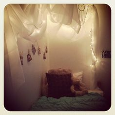 Comfy cozy canopy bedroom