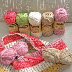 Crocheting a bag with Scheepjeswol Stone Washed yarn