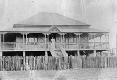 "The ""Queenslander"" House - Colonial Australian Architecture - Before After DIY Australian Architecture, Australian Homes, Historical Architecture, Australian Farm, Amazing Architecture, Queenslander House, Vintage House Plans, Vintage Homes, City Of Adelaide"