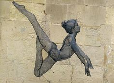 Nikki Taylor is a sculptor, creating beautiful and expressive sculptures of the human form. She works freehand and direct with the wire mesh, with no moulding or casting.