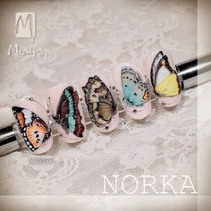 These unbelievable butterflies painted by Norka look like they are just about to take to the air! These handpainted, colourful beauties are as realistic as it gets. Norka used the Moyra Artistic gels by applying the Velvet technique for this magical series of tips. Webshop: moyrastamping.com #wearecolours#moyra #handpainted#velvetgelpainting#norkanaildesign#moyragels#butterflies#nailart#nailsofinstagram