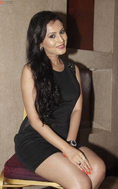 https://i.bollywoodmantra.com/albums/candids/actresses/anusmriti-sarkar/anusmriti-sarkar__852153.JPG