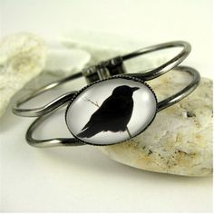Raven / Crow Bangle Bracelet - Gothic Jewelry $25.95...more in this design for bracelets, ring, earrings...