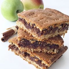Vegan Peanut Butter Banana Brownies, a delicious made from scratch vegan ooey-gooey brownie that is loaded with peanut butter, chocolate, and bananas! Raw Food Recipes, Sweet Recipes, Baking Recipes, Cookie Recipes, Healthy Deserts, Healthy Cake, Healthy Baking, Raw Carrot Cakes, Banana Brownies
