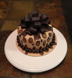 But with a hot pink or red bow and decorations Leopard Cake, Cheetah, Birthday Cakes For Teens, Teen Birthday, Zoo Cake, Cake Boss Recipes, Diva Cakes, Zebra Cakes, Teen Cakes