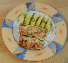 Gefüllte Zucchini Avocado Egg, Eggs, Vegetables, Breakfast, Food, Vegetarian Main Dishes, Carrots, Meat, Eat Healthy
