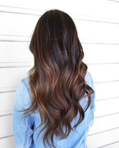 Loving this beautiful balayage!! Her long loose curls on brunette long hair is perfect for an everyday look. She used the 32mm classic wand to get these wonderous waves!