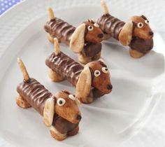 Hoe leuk zijn deze teckel hondjes als traktatie! En niet zo heel moeilijk om te maken. benodigdheden: Twix repen (mini) bruine marsepein Chocopasta Eetbare oogjes (verkrijgbaar op taartenwebshops) …