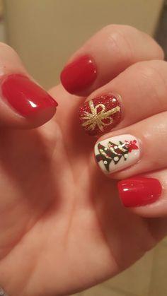 Christmas nail design - gift box and decorated tree nails. Christmas Tree Nail Designs, Christmas Gift Nails, Holiday Nails, Christmas Trees, Manicure, Sns Nails, Nail Polish, Nail Nail, Dipped Nails