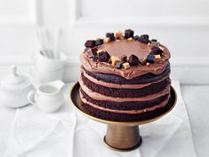 Irish cream suklaakakku | Valio Irish Cream, Pavlova, Something Sweet, Christmas Baking, Birthday Cake, Candy, Cookies, Eat, Desserts