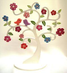 Belíssima árvore em estilo provençal, pode servir como decoração para mesa de festa. Ou para decorar quarto infantil ou outro ambiente  Pode ser feita em cores a sua escolha.  Bela decoração para adultos ou crianças.