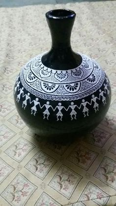 Pin by Watermark Bindery on Native Pottery design ideas Worli Painting, Bottle Painting, Ceramic Painting, Ceramic Art, Painted Glass Bottles, Glass Bottle Crafts, Bottle Art, Pottery Painting Designs, Pottery Art
