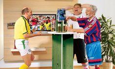 Mit einem Stehtisch im WM-Look kann die Fußball-Party steigen. Wir zeigen, wie man den Tisch selbst baut. #Bauanleitung #heimwerken #Fußball