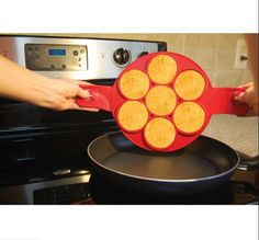 Doatry 1 pc No Stick Flippin egg mold Silicone 7 Holes Perfect Pancakes Ring Make 7 Eggs One Time Easy Kitchen Tool