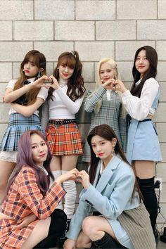 look how cute these princesses are uwu Mamamoo, Kpop Girl Groups, Korean Girl Groups, Kpop Girls, Instyle Magazine, Cosmopolitan Magazine, Bae Suzy, Kim Woo Bin, Flower Boys