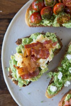 Bacon + Egg avocado toast, yum! (and 4 other ways to top your avocado toast) || by WhatsGabyCooking.com