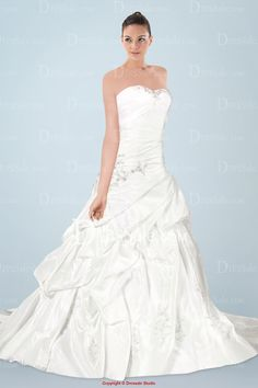 Pompous Wedding Gown Featuring Beaded Appliques and Pick-ups
