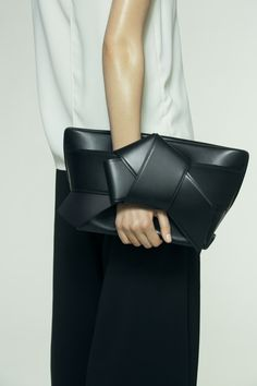 Musubi Clutch, Black leather.