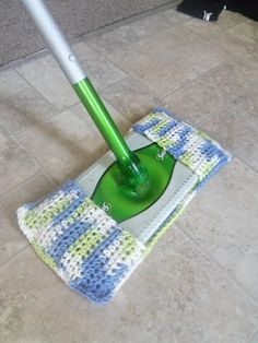 Crochet Side Stitch Happy Earth Day everyone! In celebration, I decided to come up with a pattern for a reusable swiffer cover, to prevent excess waste from usi. - Knit and Crochet Swiffer Pads Yarn Projects, Knitting Projects, Crochet Projects, Sewing Projects, Crochet Kitchen, Crochet Home, Easy Crochet, Crochet Gratis, Free Crochet
