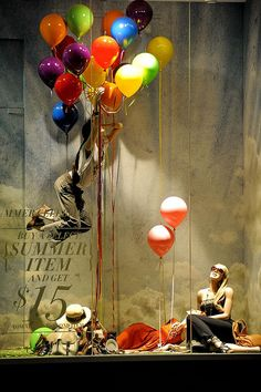 you have lost weight ?,pinned by Ton van der Veer Amalia: me gusta por los globos de colores
