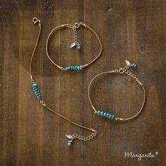 《再販》細身の革紐と不揃いなつぶつぶが可愛いターコイズを繋げました。華奢なブレスレットがお手元を綺麗に見せてくれます。アンクレットにも出来ますのでお申し付け下...|ハンドメイド、手作り、手仕事品の通販・販売・購入ならCreema。 Cute Jewelry, Boho Jewelry, Jewelry Sets, Jewelry Crafts, Beaded Jewelry, Jewelery, Jewelry Accessories, Diy Bracelets And Anklets, Handmade Bracelets